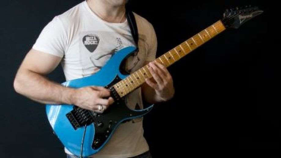 how to stop the noise when you unplugyour guitar